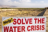 USA;US;America;California;desert;brown;drought;climate-change;global-warming;crop;farm;irrigation;Central-Valley;San-Joaquin;empty;dried-up;watering-hole;reservoir;red;sign;composite;water-crisis;crisis