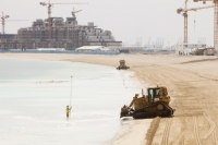 Dubai;Atlantis-on-the-Palm;Atlantis-hotel;hotel;luxury;high-class;development;luxurious;high-class;expensive;resort;holiday;building;architecture;Emirates;reclaim;beach;exclusive;sea;creation;creating;construction;building-work;buldozer;worker;beach;sea-level-rise;Gulf;Persian-Gulf;climate-change;global-warming