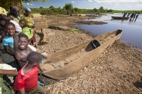 Malawi;Africa;Shire-Valley;tree;log;canoe;dug-out;dug-out-canoe;woman;fishing