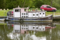 water;river;Fossdyke;Lincoln;lincolnshire;UK;navigation;navigable;boat;house-boat;moored;moorings;flower;wild-flower;spring;Red-Campion;river-bank;vegetation;lifestyle;carbon;low-carbon;efficient;green;environment;location;old;dilapidated