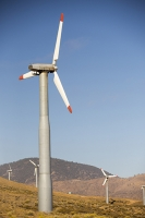 USA;US;America;California;Mojave-Desert;desert;electricity;generating;renewable;renewable-energy;wind-power;carbon-neutral;climate-change;global-warming;investment;clean-energy;technology;construction;green;green-energy;wind-turbine;wind-farm;truck;crane;Tehachapi-Pass;turning;rotating;tower;frame;red