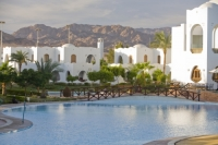 Egypt;Sinai;desert;sinai-desert;Dahab;Red-Sea;resort;coast;holiday;vacation;sea;building;architecture;arabic;arab;muslim;hotel;Hilton;Dahab;luxury;accomodation;white;heat;hot;dry;drought;tree;pool;swimming-pool;water;water-use;suite;reflection;palm-tree;calm;mountsin;hill;backdrop