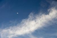 Dubai;sky;moon;half-moon;blue;cloud;high-cloud